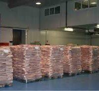 сало на палетах в складе